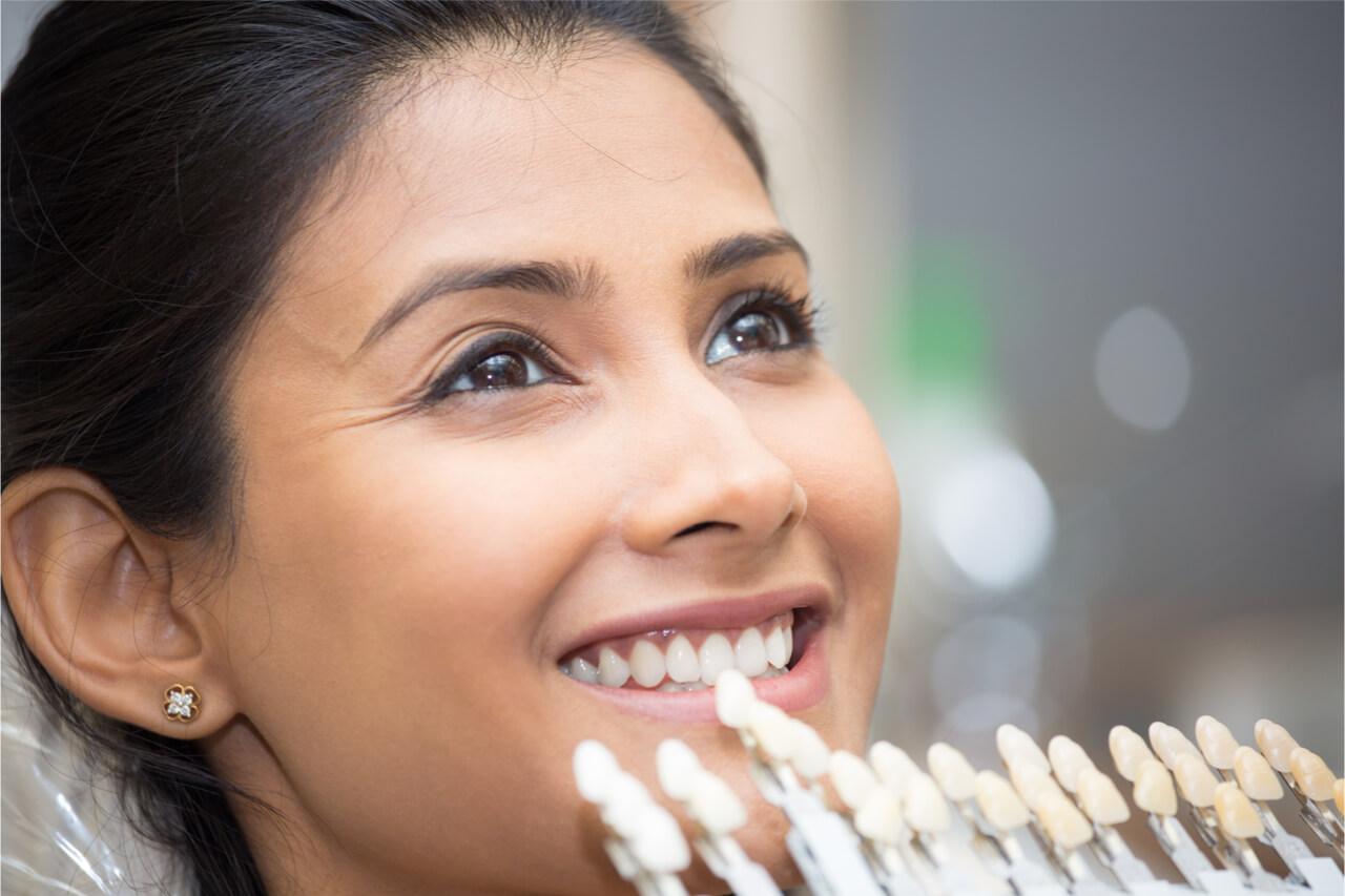 patient trying dental lumineer